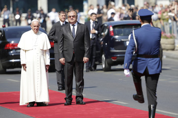 Pope Francis and Chairman of the Tripartite Bosnian Presidency Ivanic review the honour guard in Sarajevo