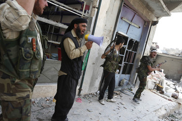 """Free Syrian Army fighters shout """"Allah Akbar"""" (God is great) during clashes in the El Amreeyeh neighbourhood of Syria's northwest city of Aleppo"""