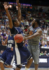 Wildcats' Pullen makes a pass around Aggies' Williams during NCAA tournament basketball game in Tucson