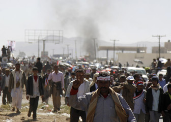Anti-government protesters march from the southern Yemeni city of Taiz to the capital Sanaa
