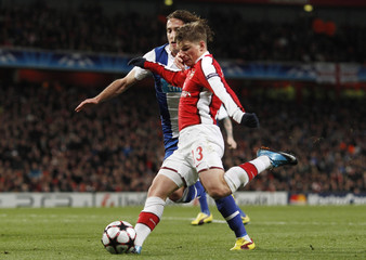 Arsenal's Arshavin is challenged by Porto's Coelho during their Champions League match in London
