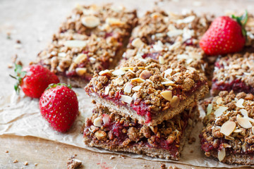 oat crumble bars with strawberries