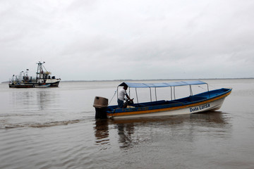 A man drives his boat to a safe place at the Bluefields Port