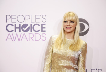 Anna Faris poses backstage during the 2015 People's Choice Awards in Los Angeles