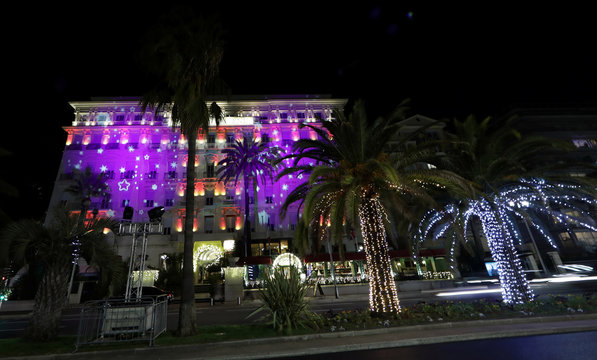 Palm Tree Christmas Lights Stock News Sports And Entertainment Images And Videos Adobe Stock