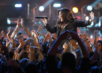 """Demi Lovato performs """"Give Your Heart a Break"""" during the VH1 Divas 2012 show in Los Angeles"""