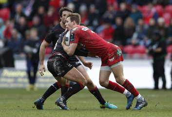 Scarlets' Liam Williams and Saracens' Alex Lozowski in action