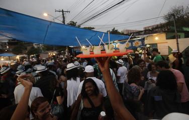 """A man sells Caipirinha during the """"Trem do Samba"""" event next to the train station in Oswaldo Cruz neighborhood, Rio de Janeiro"""
