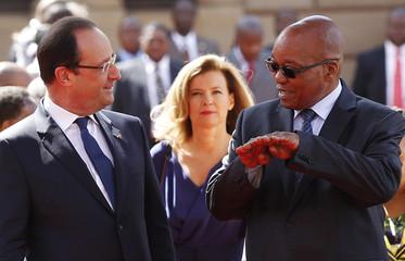 South Africa's President Zuma talks to French President Hollande in Pretoria