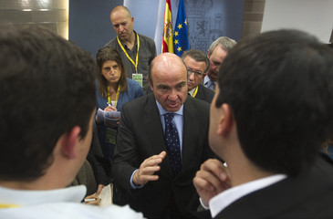 Spanish Economy Minister de Guindos speaks to reporters at a news conference in Madrid
