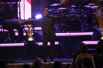 """Singer Usher performs """"Lady (You Bring Me Up)"""" at the 2016 MusiCares Person of the Year gala in Los Angeles"""