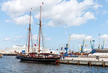 Traditionssegler im Hafen von Wismar in Mecklenburg-Vorpommern