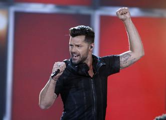 "Ricky Martin performs ""Vida"" at the 2014 Billboard Music Awards in Las Vegas"
