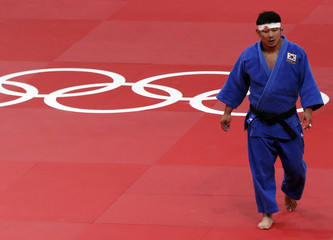 South Korea's Hwang Hee-Tae Hwang reacts after losing to Netherlands' Henk Grol in men's -100kg bronze medaljudo match at London 2012 Olympic Games