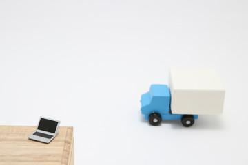 パソコンとミニチュアトラック