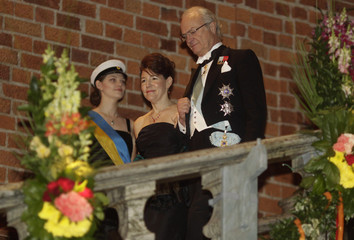 Sweden's King Carl Gustaf and Laura Nelson, wife of Saul Perlmutter, the 2011 physics Nobel laureate, arrive at the Nobel Banquet in Stockholm