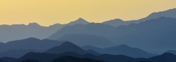 Üst üste Binmiş Dağ Silsileleri