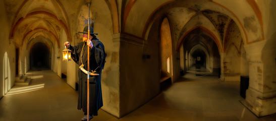 Kloster  Kreuzgang mit Nachtwächter