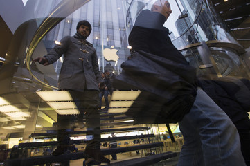 Customers stream into the Apple Store on New York's 5th Avenue to buy the new Apple iPad Air tablet