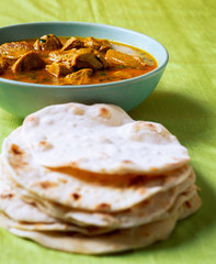 Lamb curry with bread