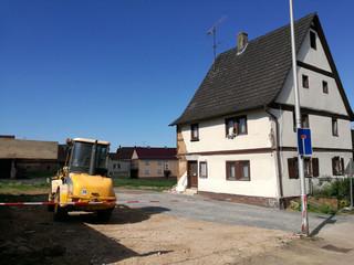 Baustelle mit altem Haus