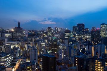 駿河台から見る東京都、水道橋・九段下方面の街並みの夜景のイメージ