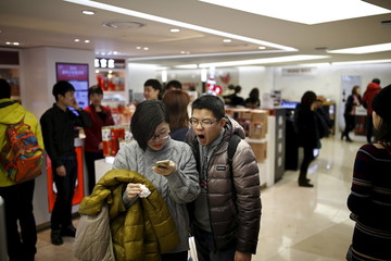 A Chinese couple shops at a Lotte duty free shop in central Seoul