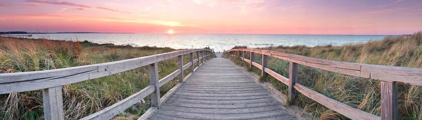 lange Holzweg zum Strand