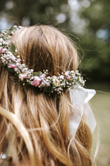 brides floral wreath from behind
