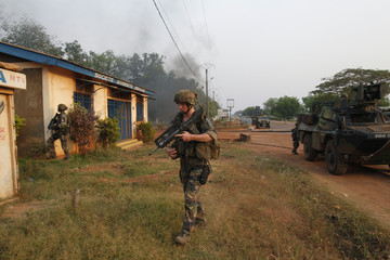"""French soldiers of """"Operation Sangaris"""" take position at Boy-rabe in Bangui"""