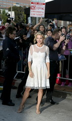 """Elsa Pataky, wife of Chris Hemsworth poses during the premiere of the film """"The Huntsman: Winter's War"""" in Los Angeles"""