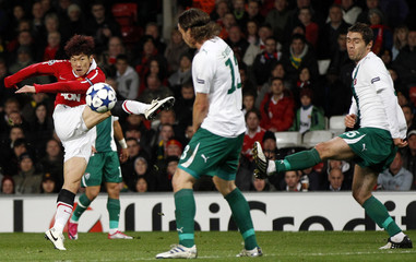 Manchester United's Park Ji-Sung shoots at goal during their Champions League soccer match against Bursaspor in Manchester