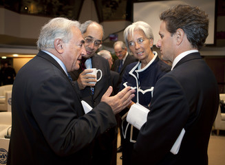 IMF Managing Director Strauss-Kahn speaks to Egypt's Finance Minister Boutros-Ghali, France's Finance Minister Lagarde and U.S. Secretary of the Treasury Geithner in Washington