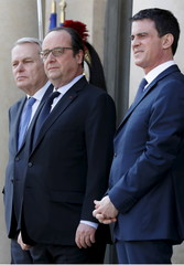 French President Francois Hollande, Foreign Affairs Minister Jean-Marc Ayrault and Prime Minister Manuel Valls wait for guests to arrive at a gathering of European Social Democrat leaders at the Elysee palace in Paris