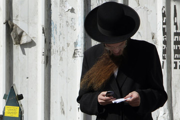To match Reuters Life! ISRAEL-KOSHER-PHONES/