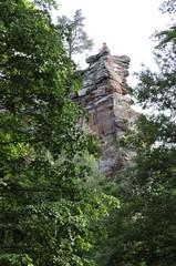 spärliche buntsandsteinreste der zur trifelsgruppe gehörenden felsenburg anebos bei annweiler in der südpfalz