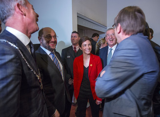 Maastricht Mayor Hoes reacts with candidates for the presidency of the European Commission, Schulz, Keller, Juncker and Verhofstadt before the first European Presidential Debate in Maastricht