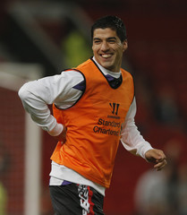 Liverpool's Suarez warms up before their English League cup soccer match against Manchester United at Old Trafford in Manchester
