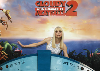 """Anna Faris poses during a photo call for """"Cloudy with a Chance of Meatballs 2"""" in Beverly Hils, California"""