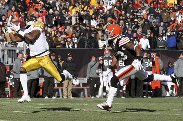 Pittsburgh Steelers Mike Wallace makes a catch in front of Cleveland Browns T.J.Ward during NFL football game in Cleveland