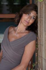 Donna in veranda