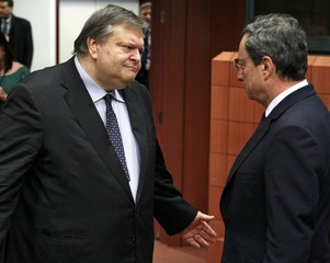 Greece's Finance Minister Venizelos talks with ECB President Draghi at a Eurogroup meeting in Brussels