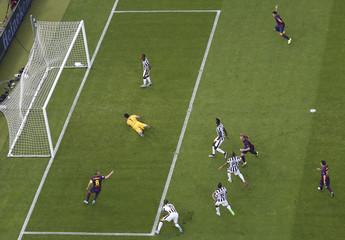 SOC: Barcelona Ivan Rakitic scores a goal