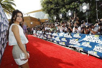 Actress Selena Gomez arrives at the 2011 MTV Movie Awards in Los Angeles