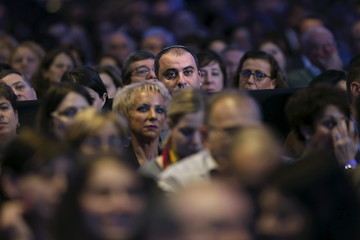 Members of the Jewish Federations of North America listen as Netanyahu delivers a speech at the federations' 2015 General Assembly in Washington