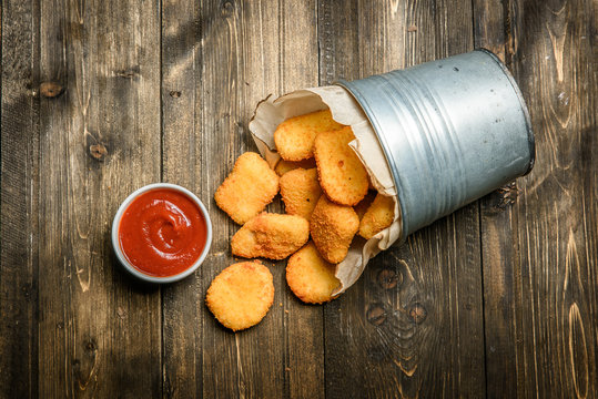 Basket with chicken nuggets