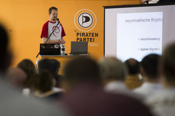Pirate Party member explains participants how to encrypt emails at workshop on protection of online privacy organised by Pirate Party in Berlin