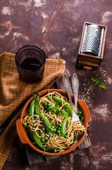 Dark spaghetti with peas