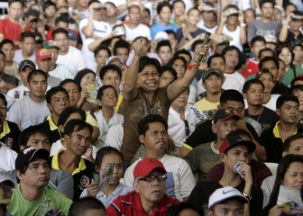 A supporter reacts while watching the WBO welterweight championship fight between Filipino Pacquiao and Ghana's Joshua Clottey at a free screening in Caloocan City