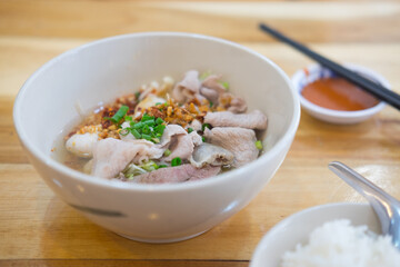 Thai style noodle with pork entrails and vegetables